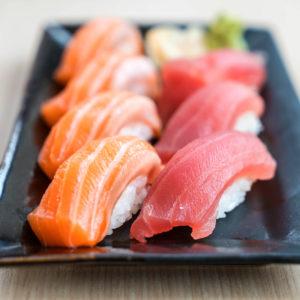 plateau-mixte-sushis-thon-saumon-restaurant-japonais-saint-brieuc-commander-sur-place-a-emporter